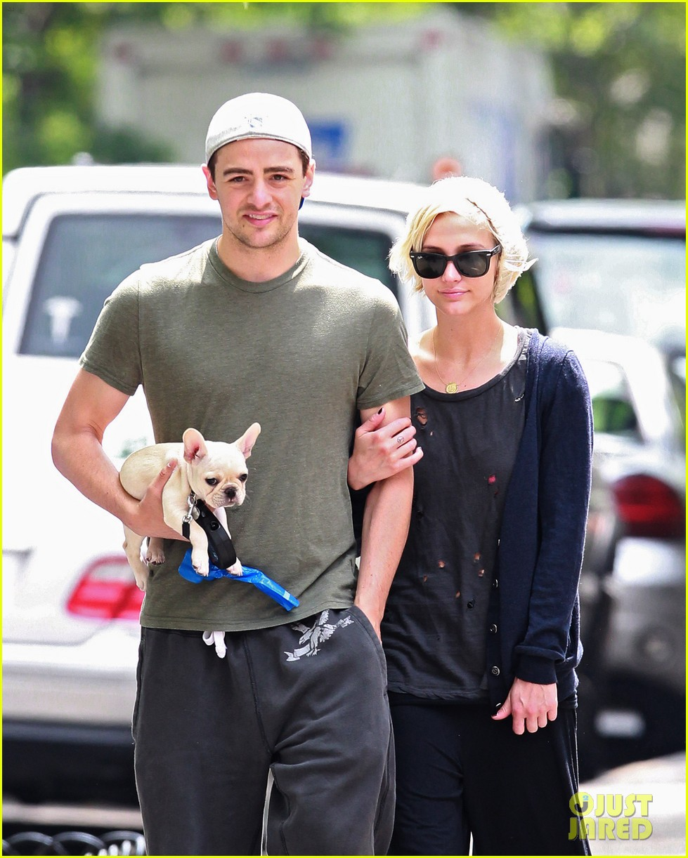 ashlee simpson vincent piazza dog walk 04