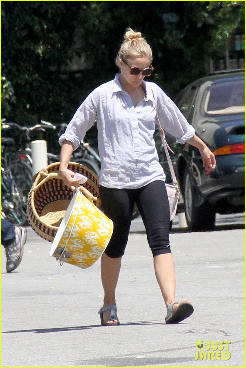 kristen bell world market shopper 03