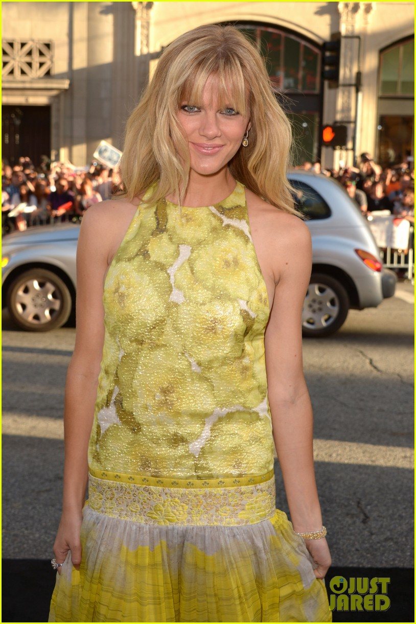 brooklyn decker elizabeth banks what to expect premiere 07
