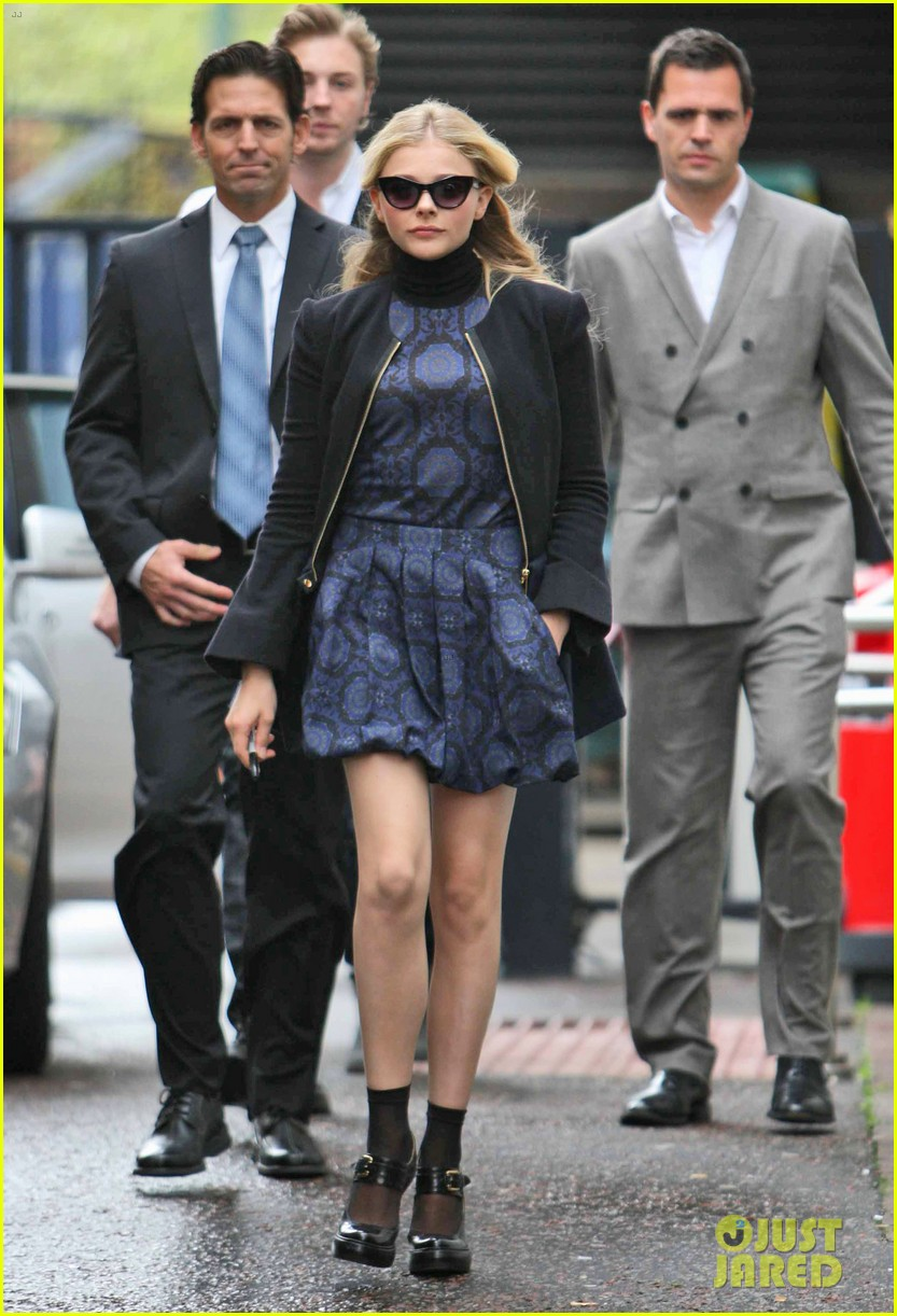 chloe moretz johnny depp dark shadows promo in london 05