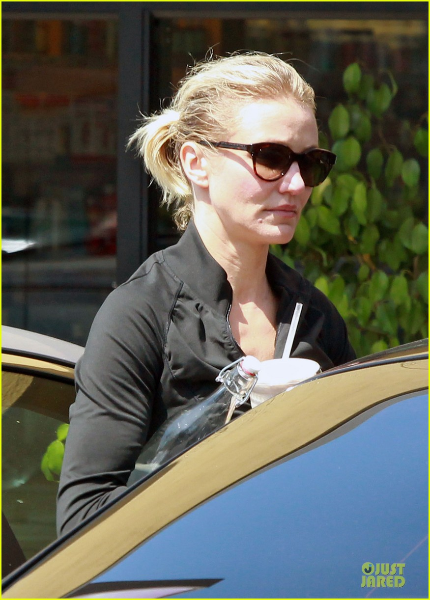 cameron diaz leaves gym 04