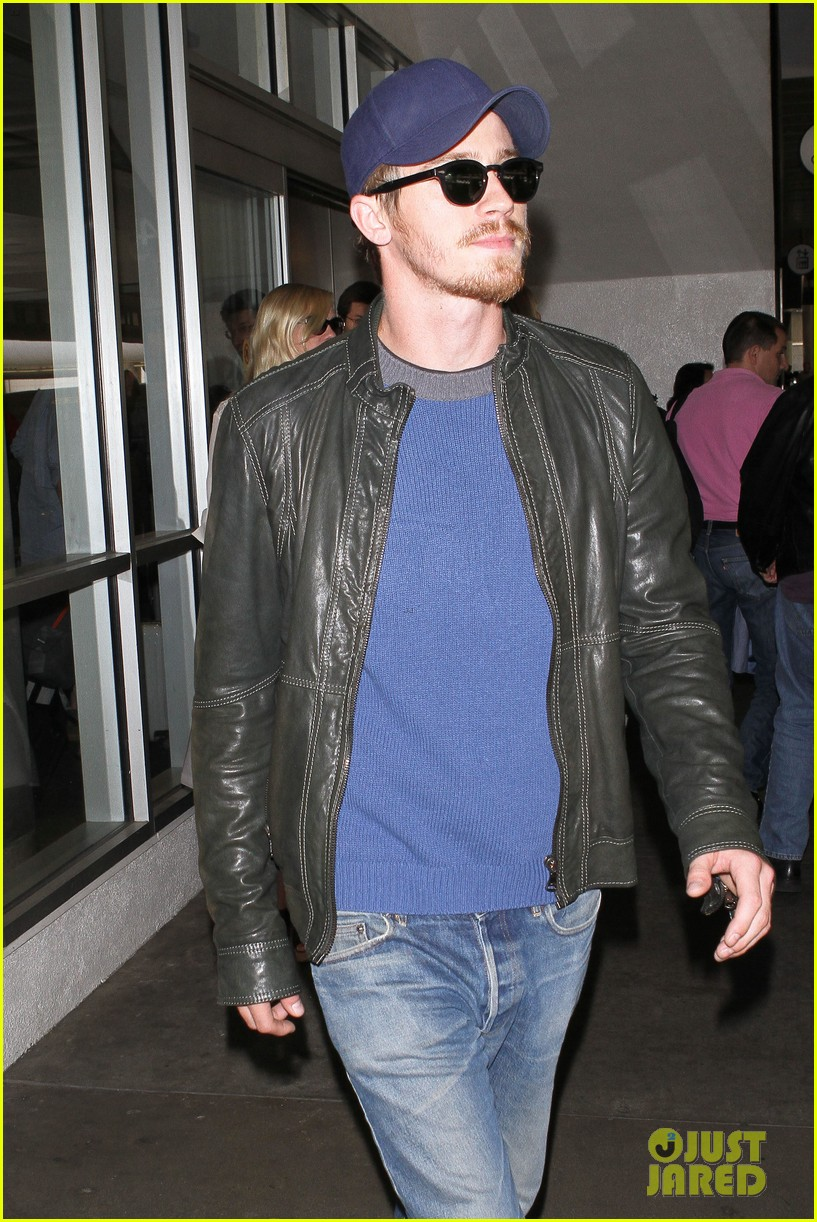 kirsten dunst garrett hedlund home from cannes 15
