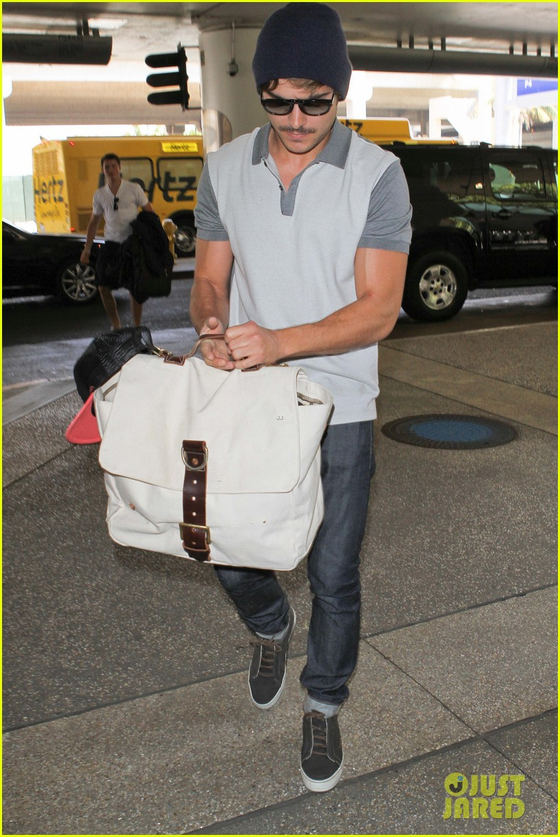zac efron mustache man at lax 05