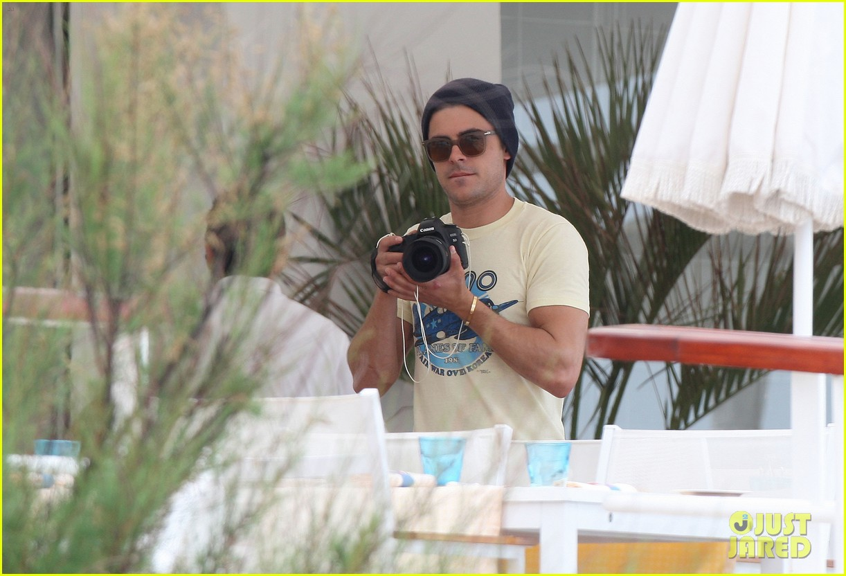 zac efron taking pics at cannes 02
