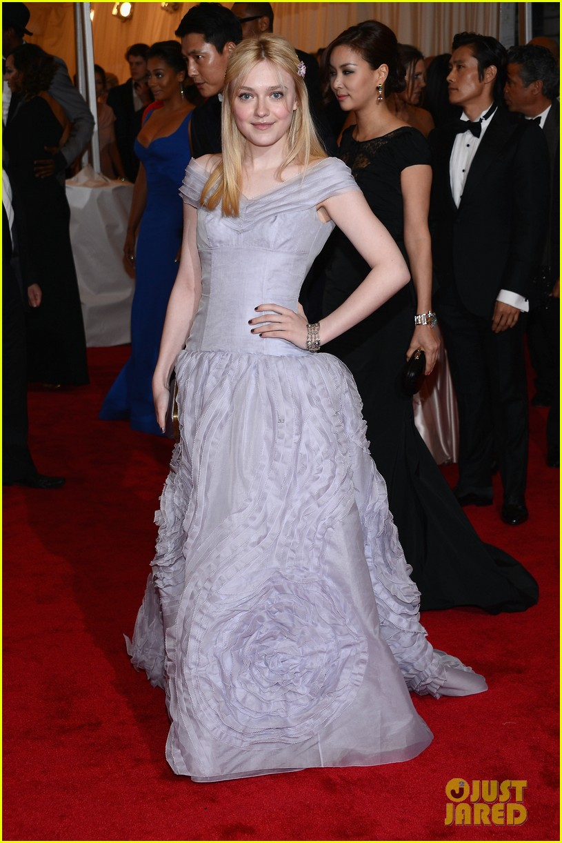 dakota fanning met ball 2012 01
