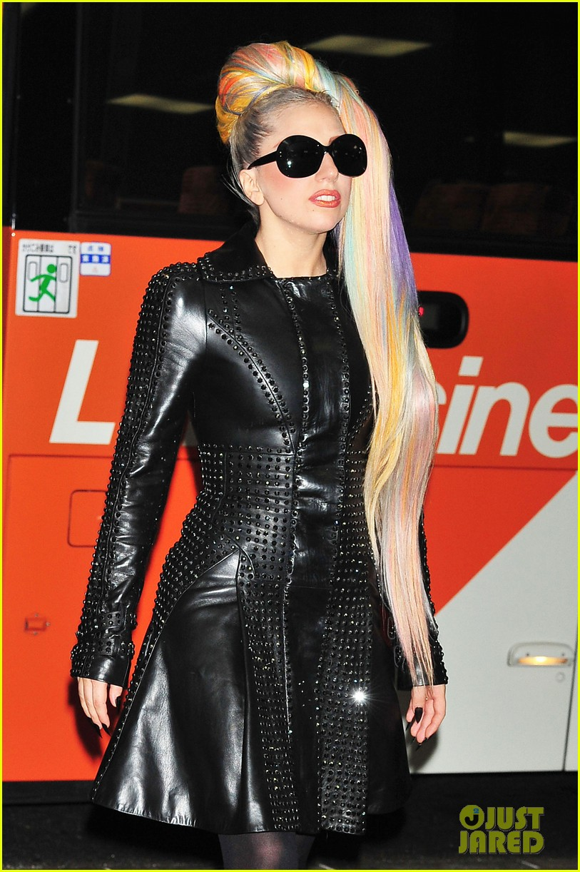 lady gaga rainbow ponytail 02