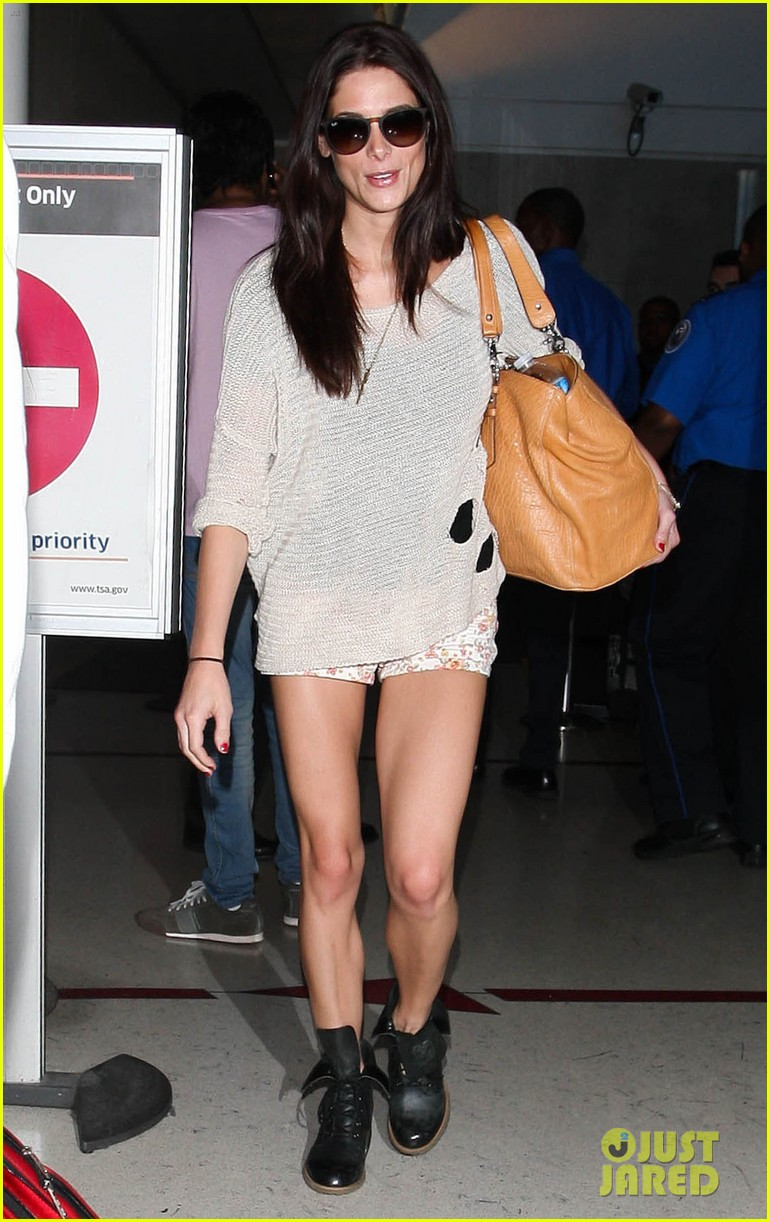 ashley greene lax landing 04