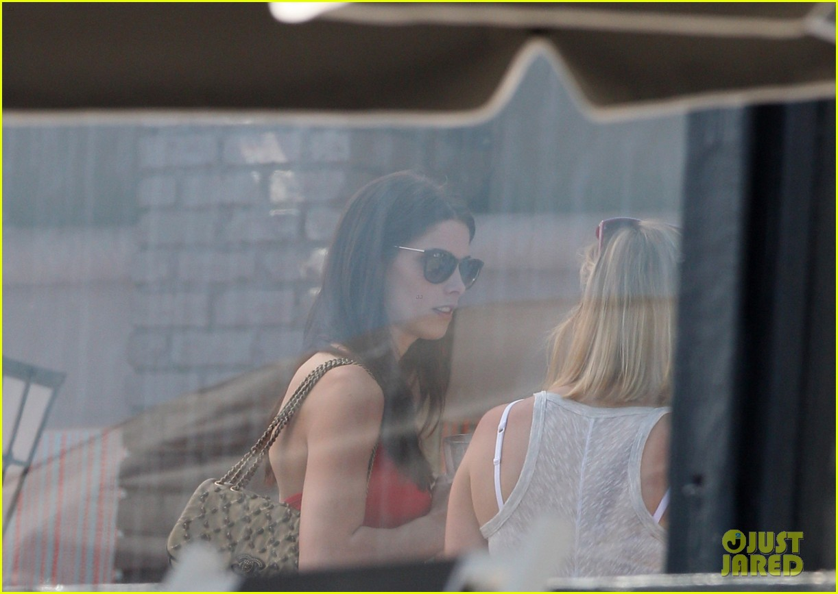ashley greene selena gomez memorial day party 13