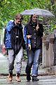 maggie gyllenhaal peter sarsgaard gloria rainy stroll 03