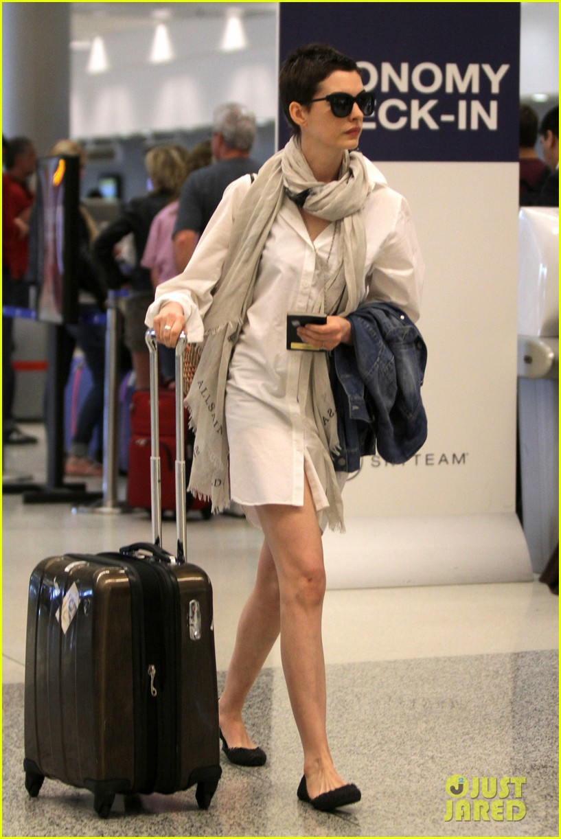 anne hathaway miami airport exit 07
