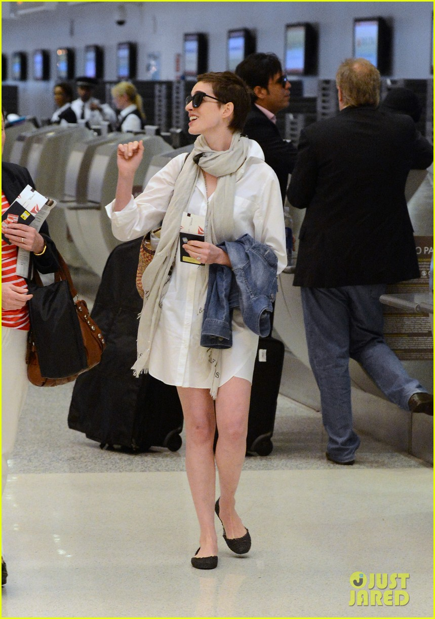 anne hathaway miami airport exit 08