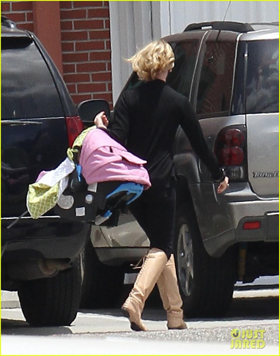 katherine heigl takes off with baby adalaide 03