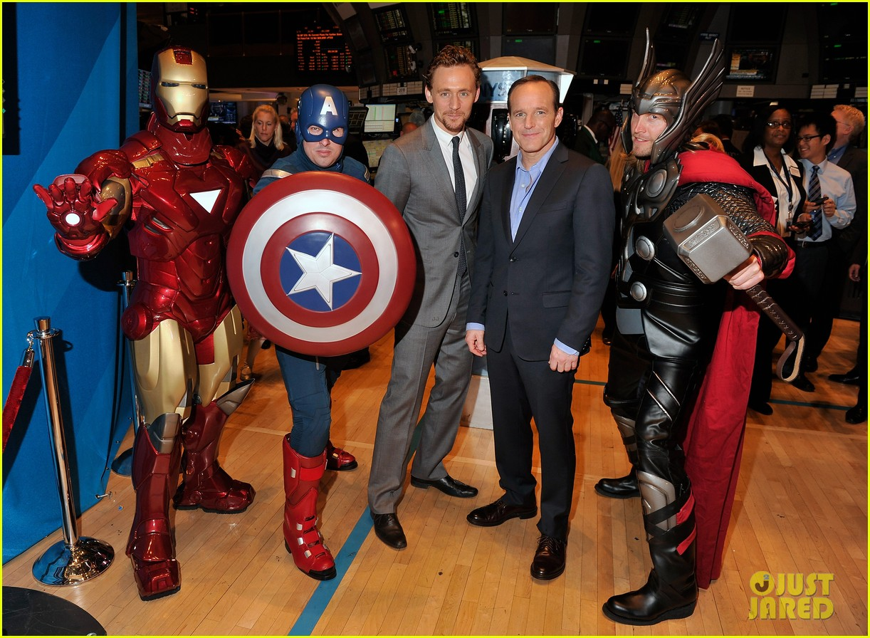 tom hiddleston avengers opening bell with clark gregg 05