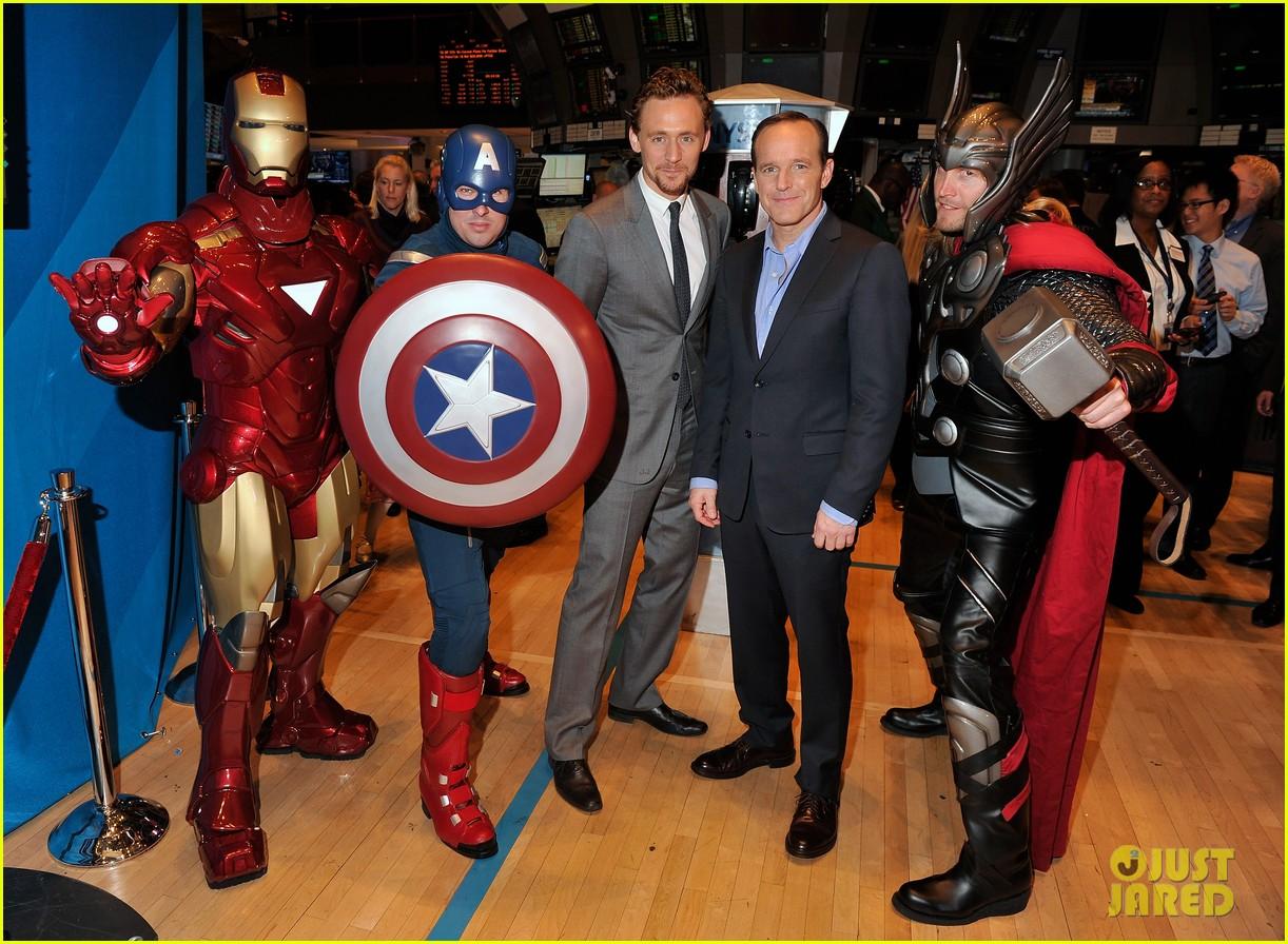 tom hiddleston avengers opening bell with clark gregg 05