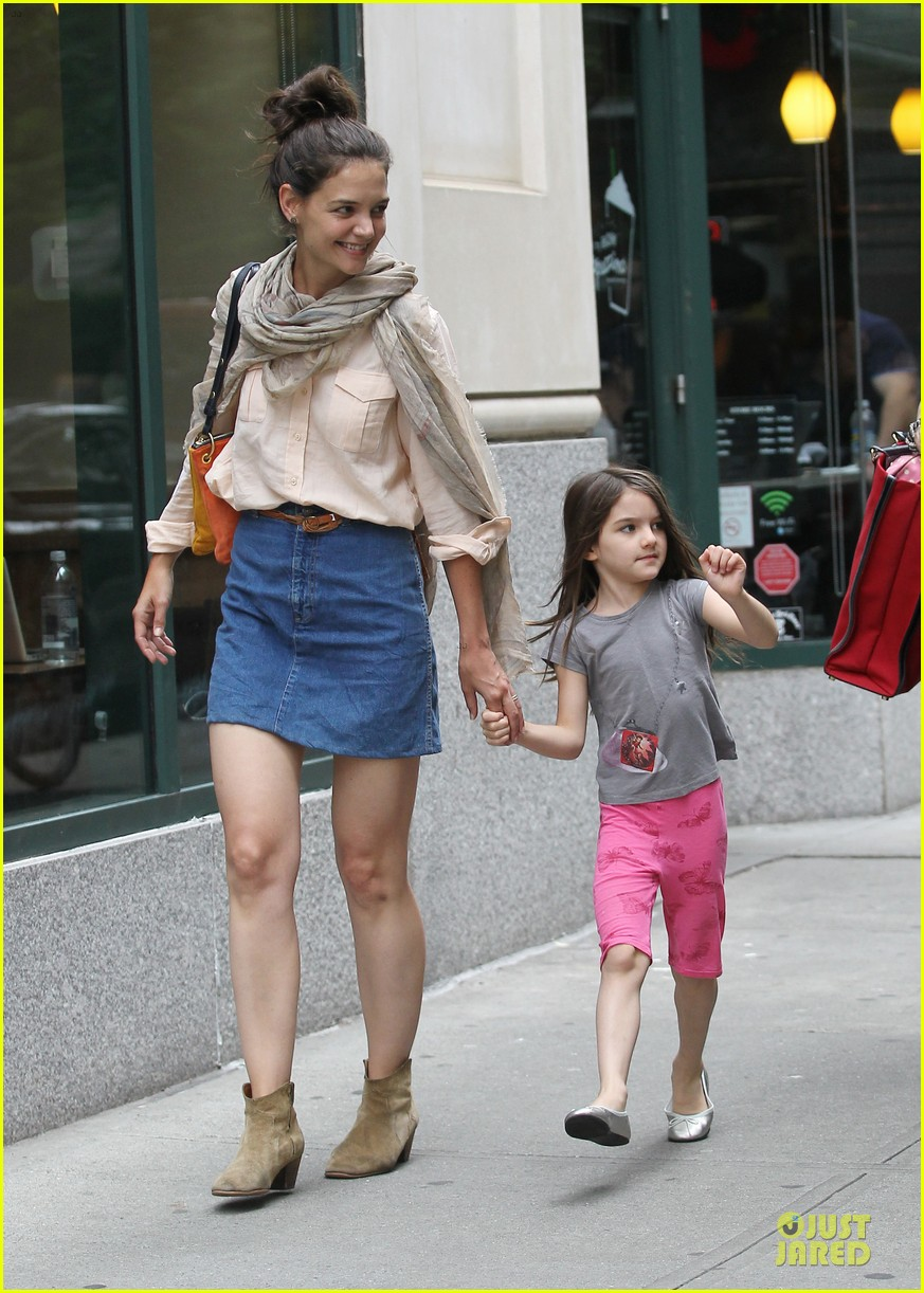 katie holmes suri back big apple 05