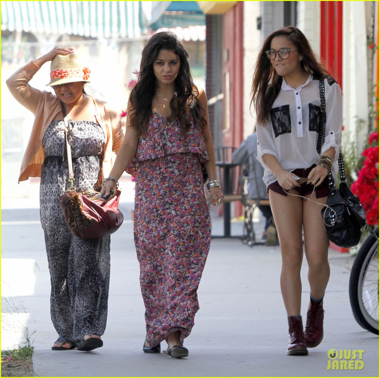 vanessa hudgens girls day out 01
