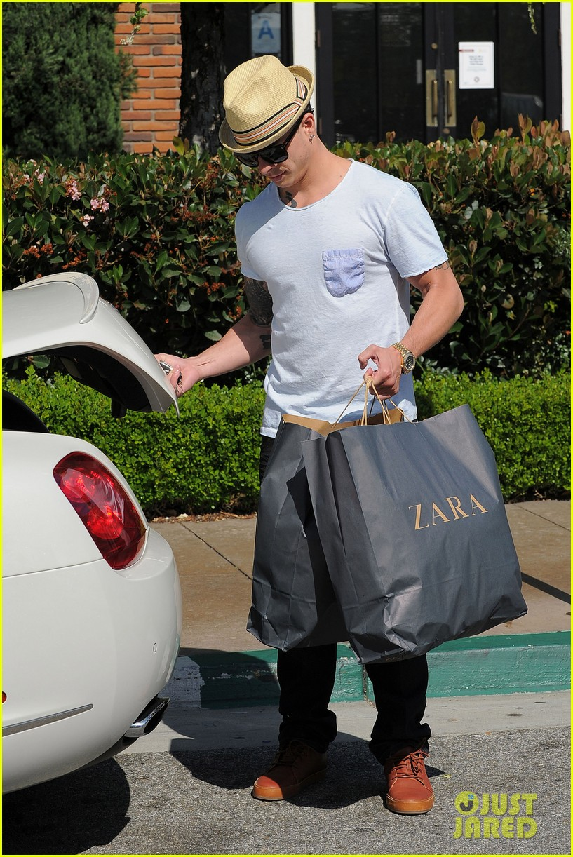 jlo casper zara shoppers 03