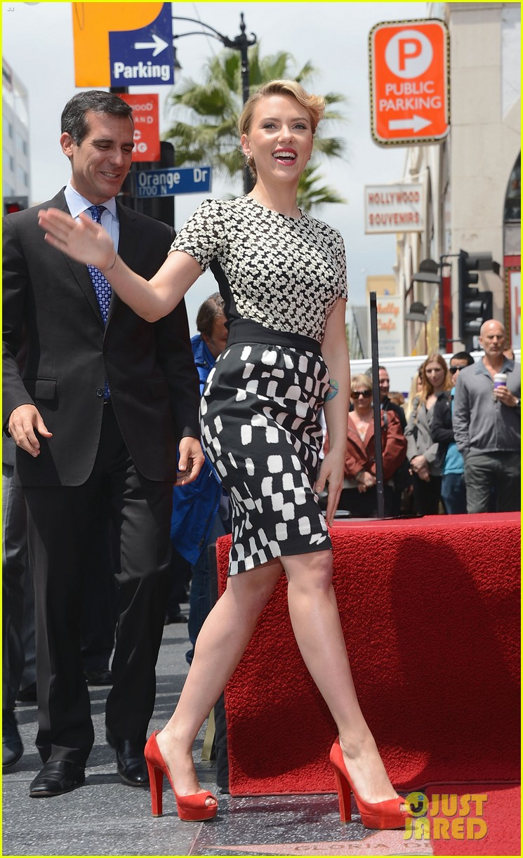 scarlett johansson star walk of fame 02