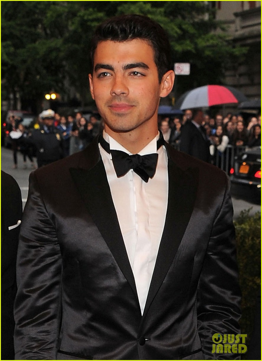 jonas brothers met ball 2012 02