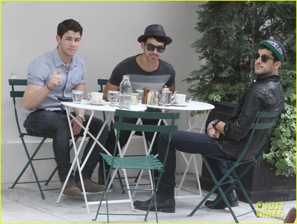 jonas brothers met ball 2012 052658823