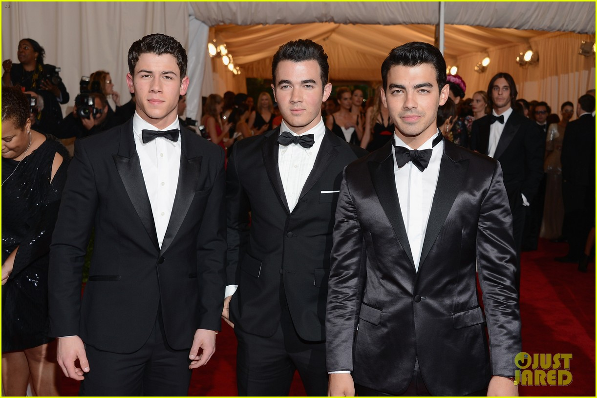 jonas brothers met ball 2012 06
