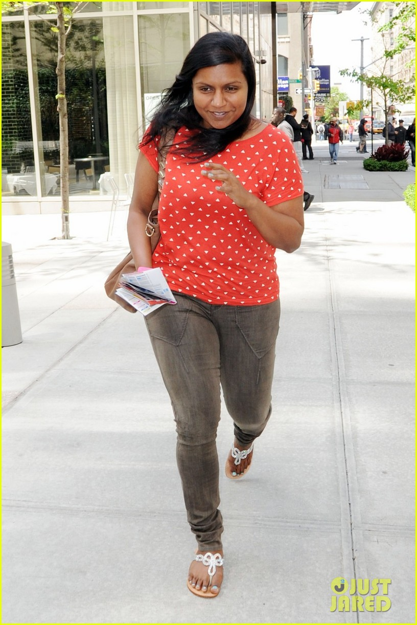 mindy kaling makeup free 01