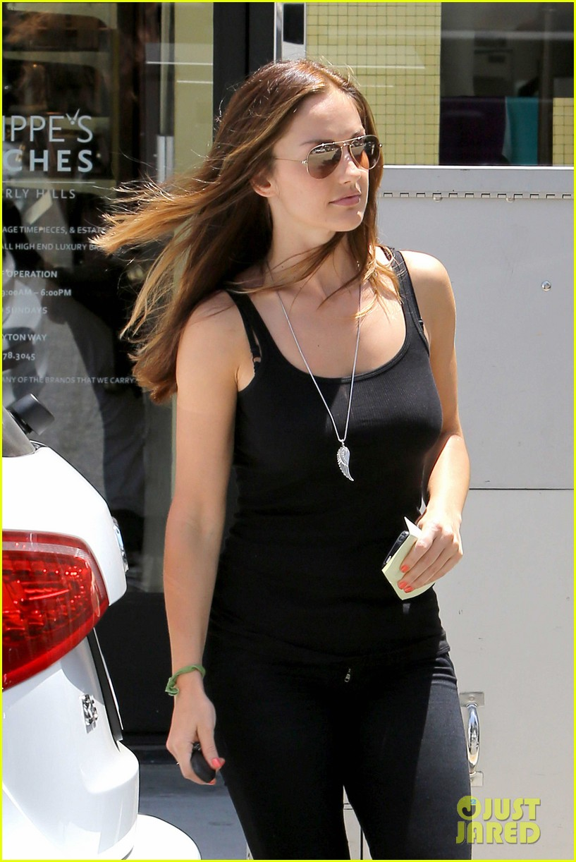 minka kelly police officer errands 08