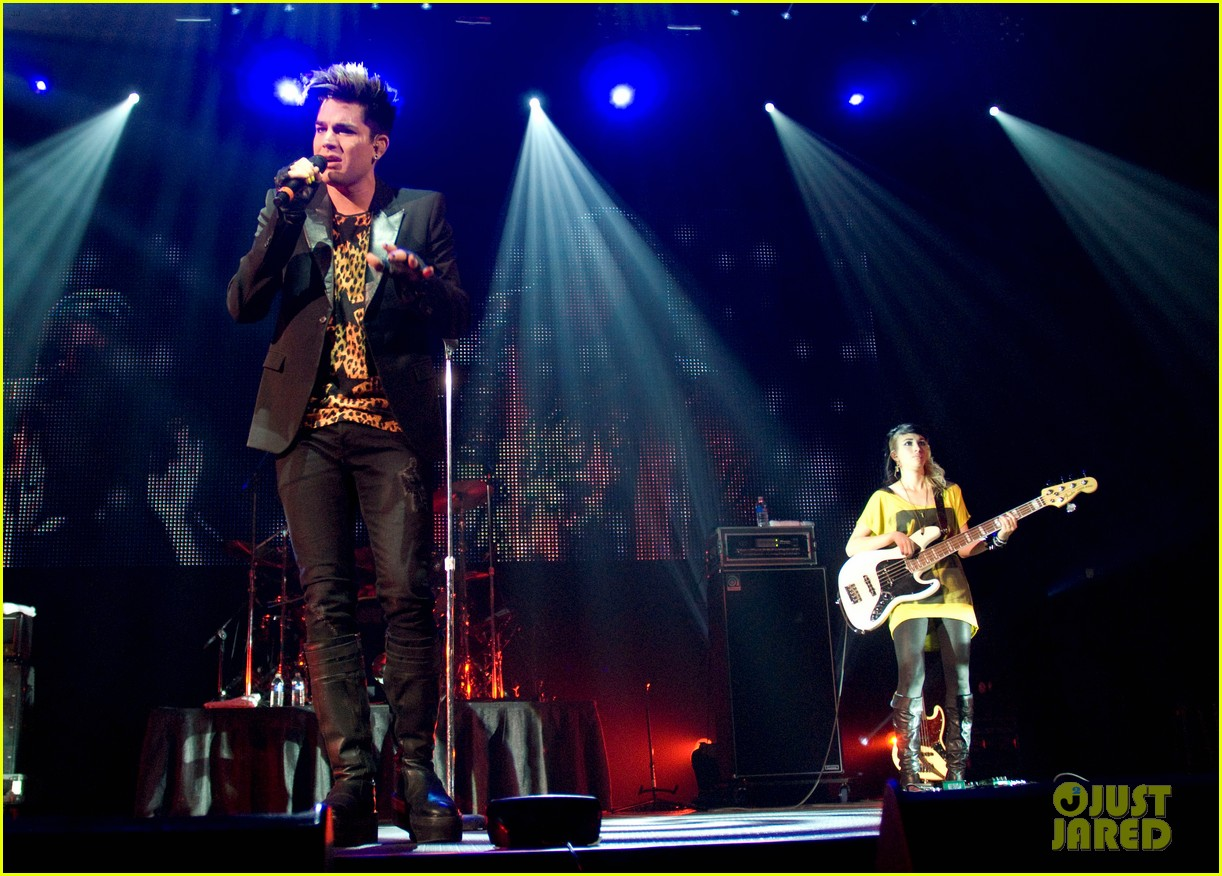 adam lambert leopard print shirt at fantabuloso concert 01