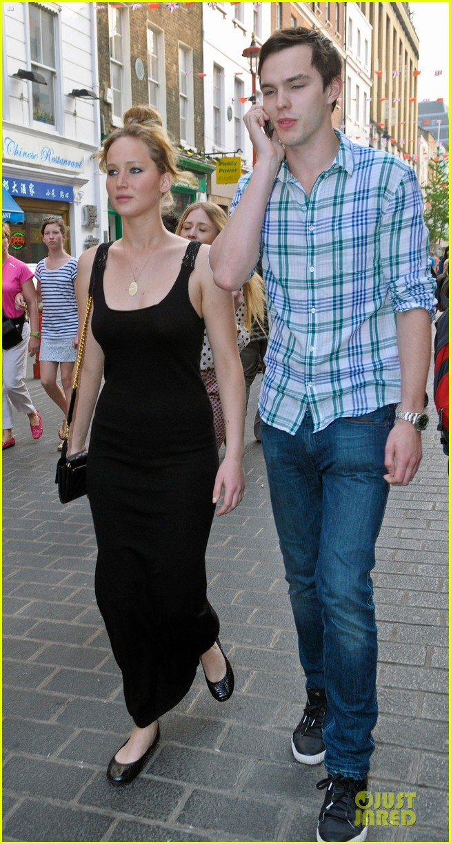 jennifer lawrence nicholas hoult london lovebirds 05