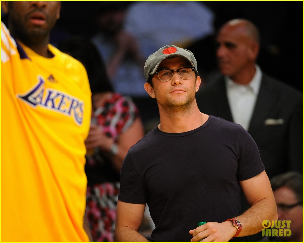 joseph gordon levitt lakers courtside tickets 02