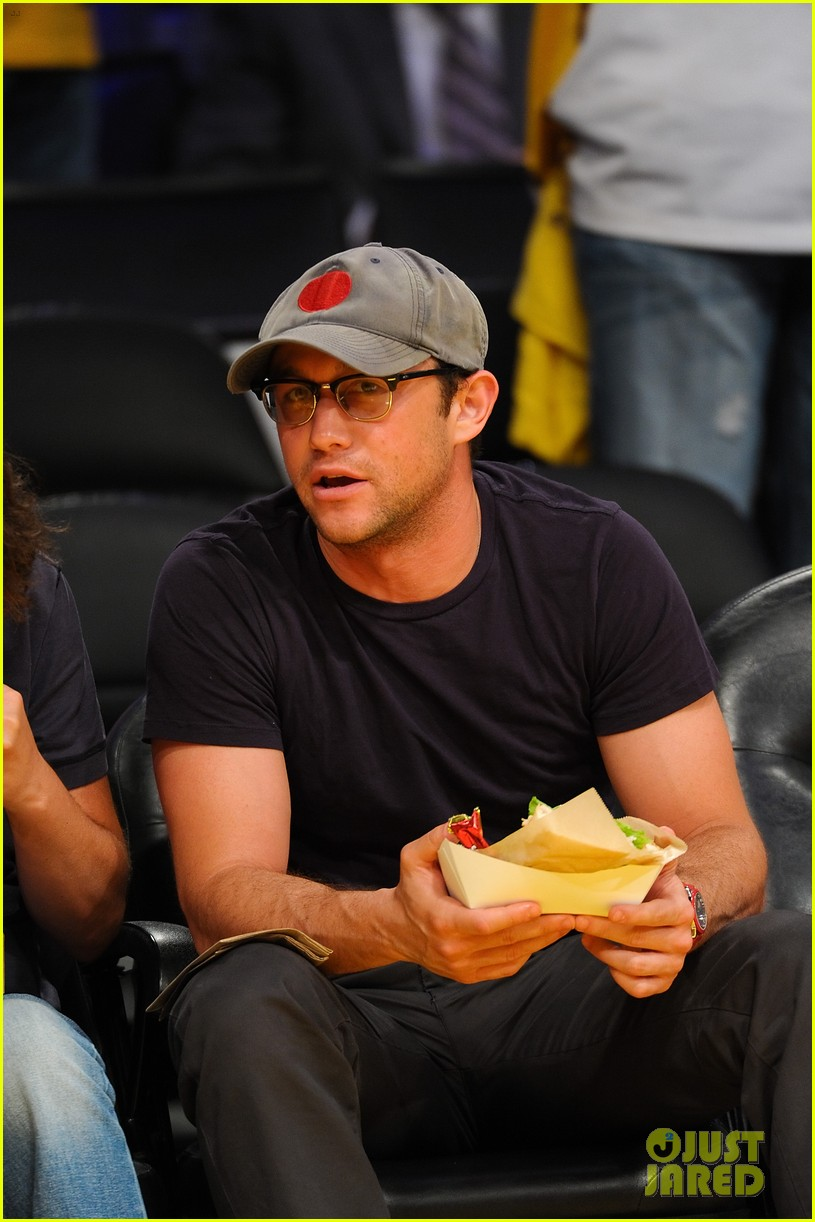 joseph gordon levitt lakers courtside tickets 05