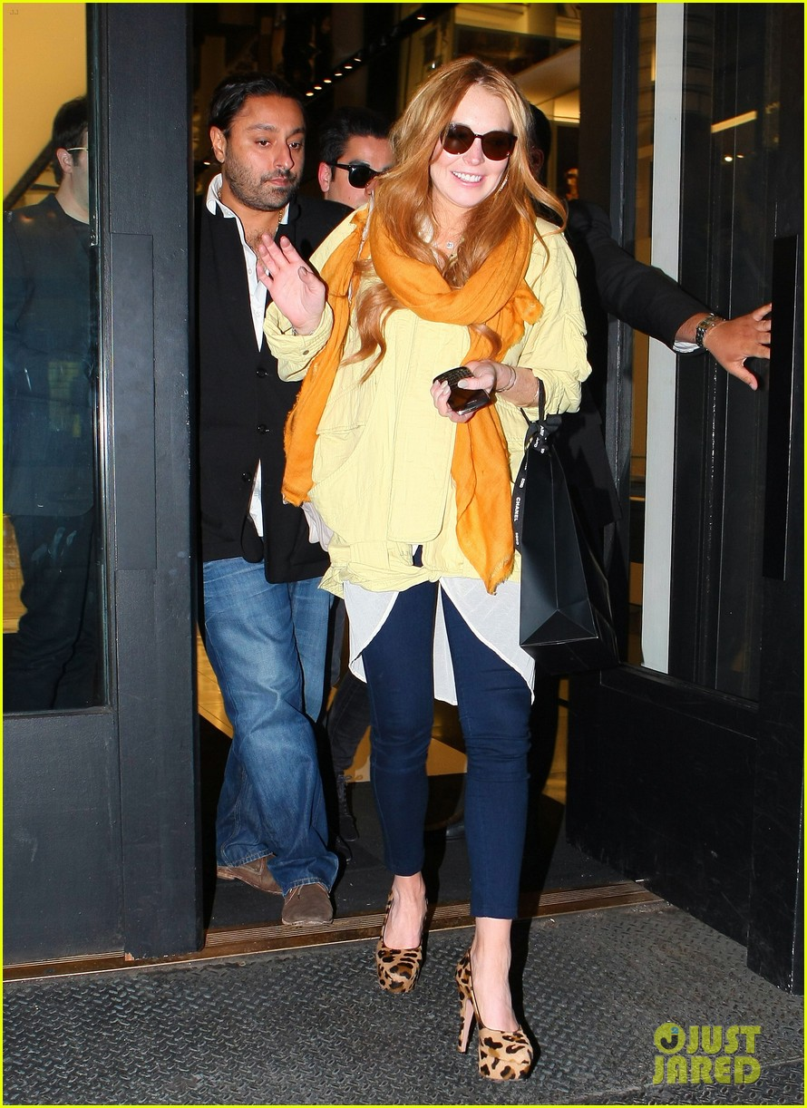 lindsay lohan chanel shopper 102656638