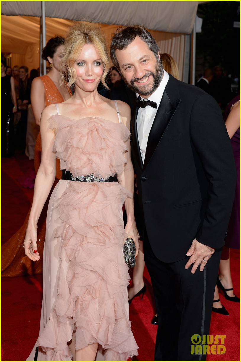 leslie mann met ball 2012 with judd apatow 02
