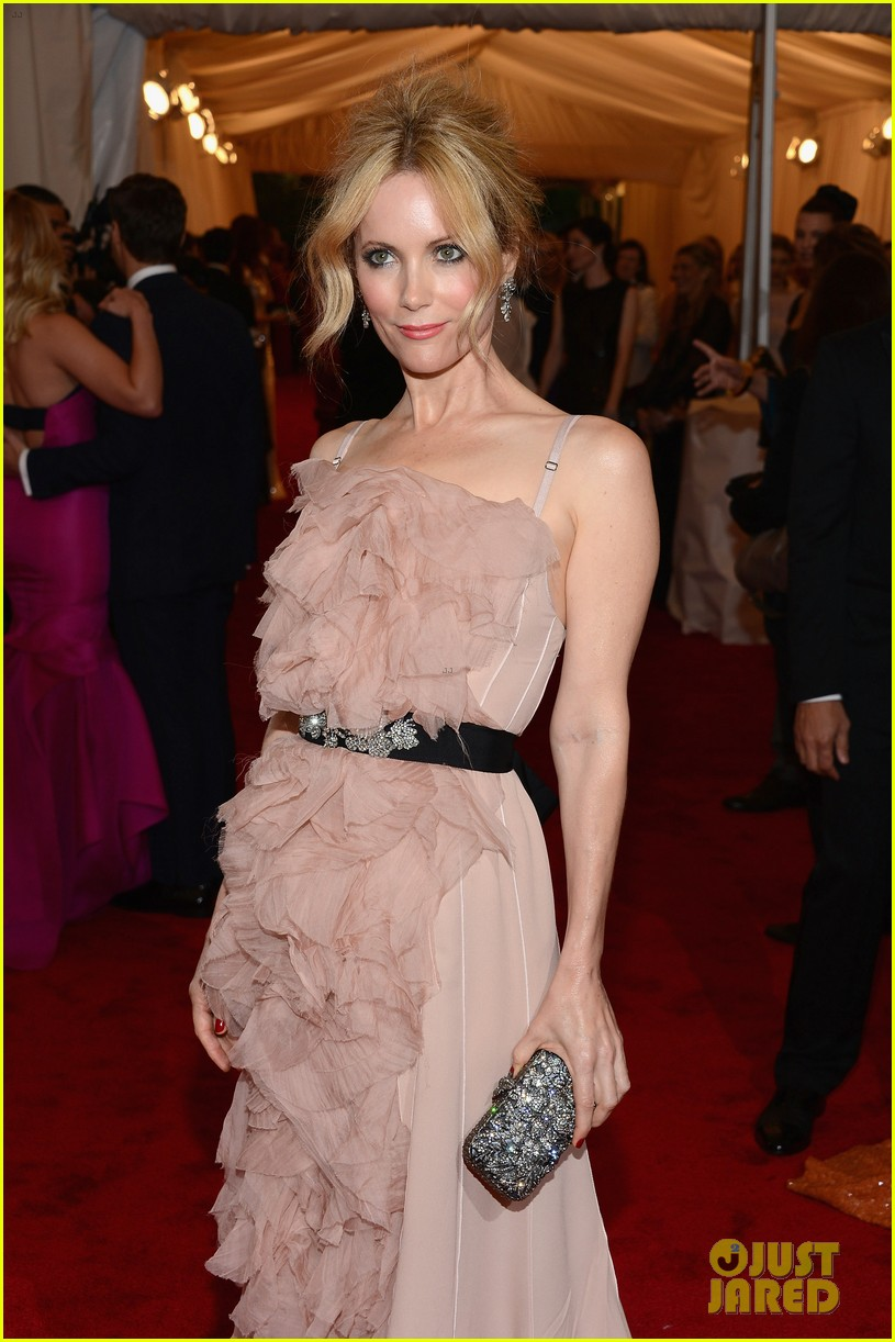 leslie mann met ball 2012 with judd apatow 03