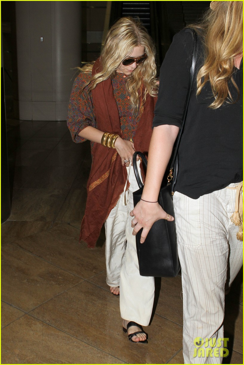 mary kate olsen lax arrival 03