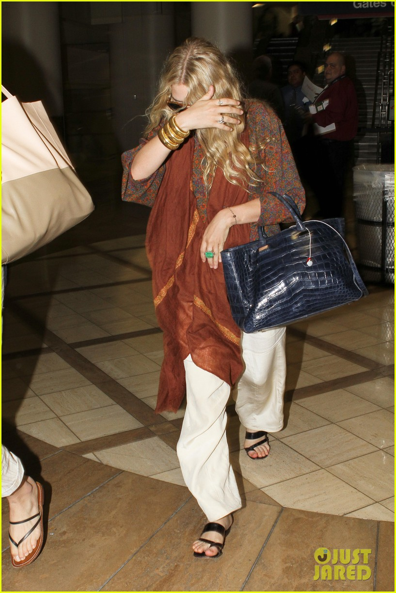 mary kate olsen lax arrival 04