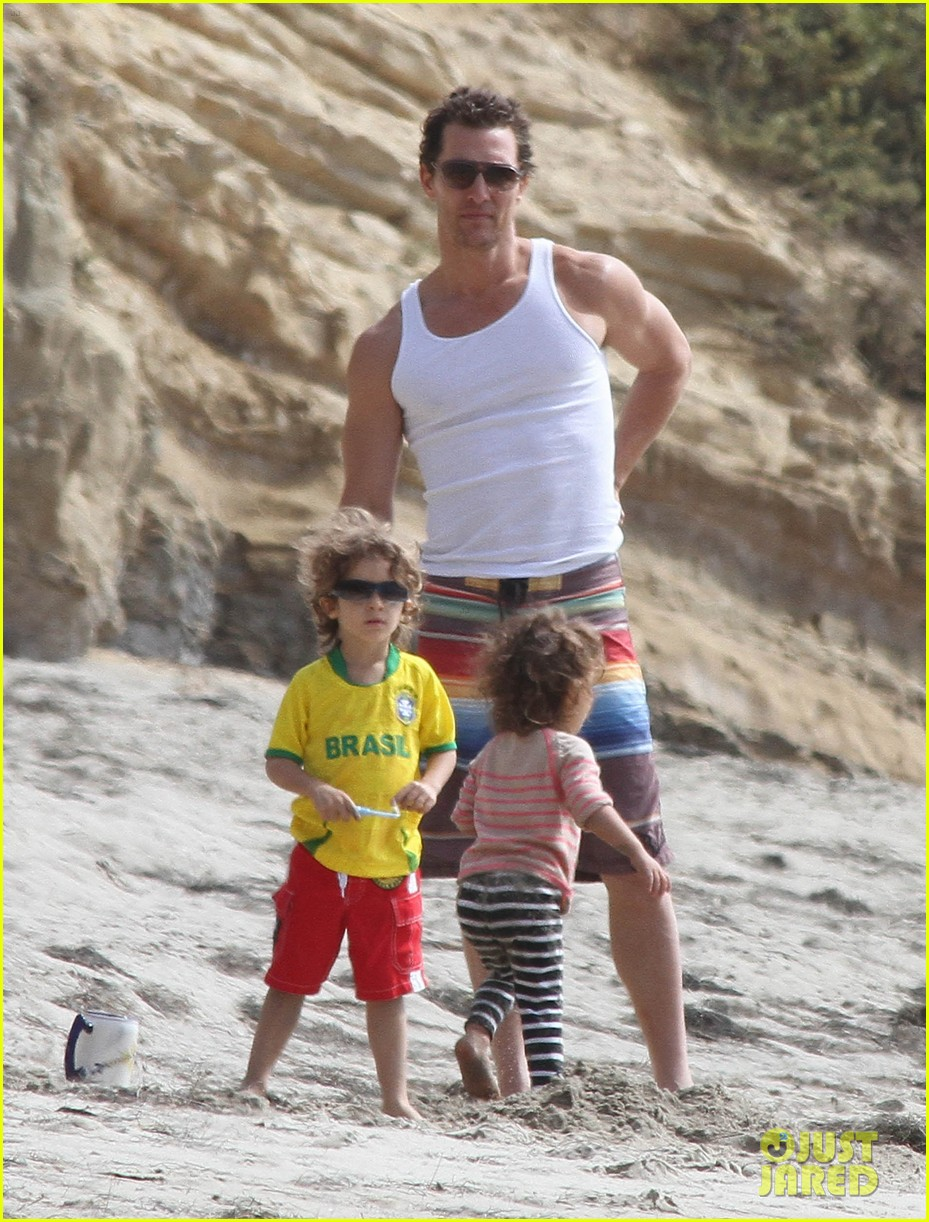 matthew mcconaughey beach day 04