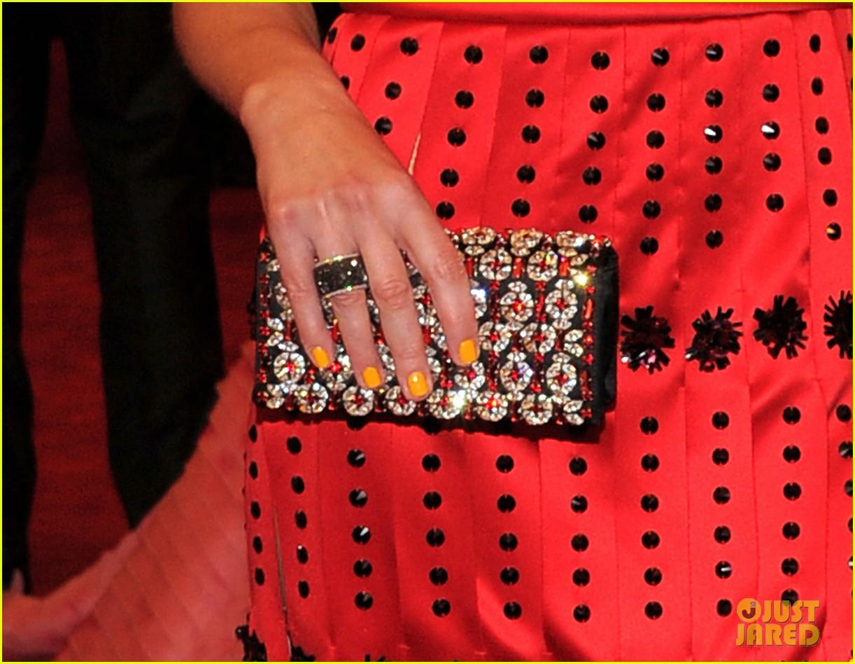milla jovovich amber valletta met ball 2012 02