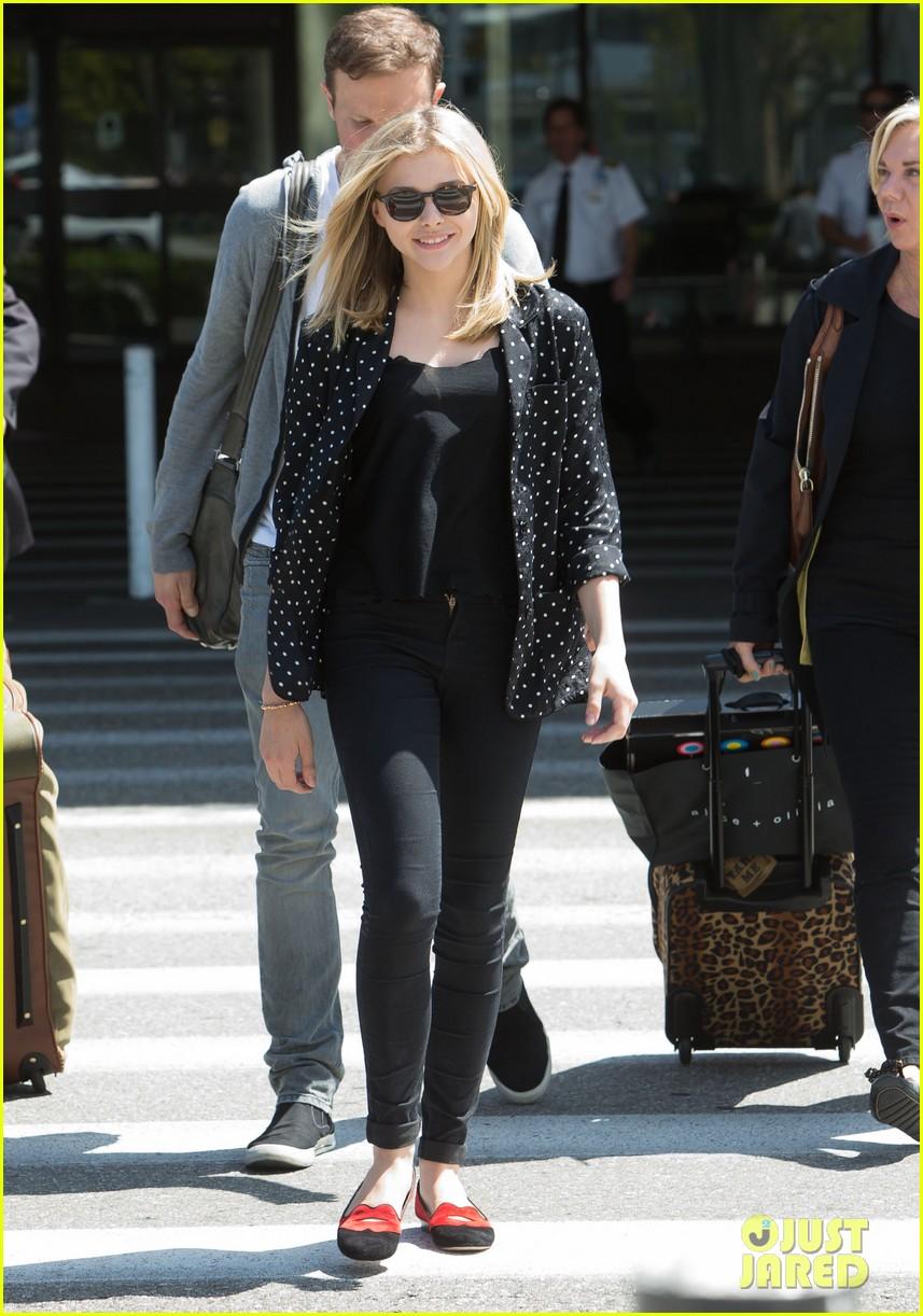 chloe moretz stylish airport arrival 02