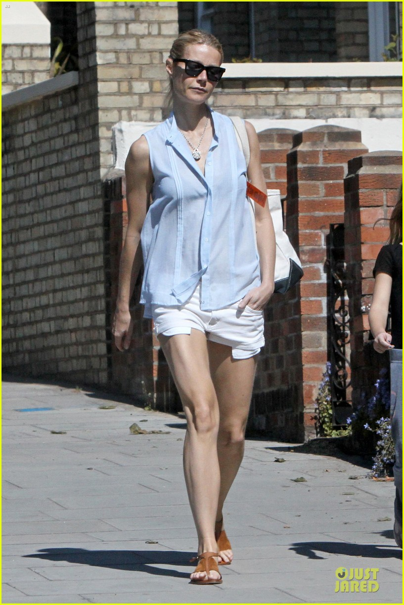 gwyneth paltrow short shorts 01
