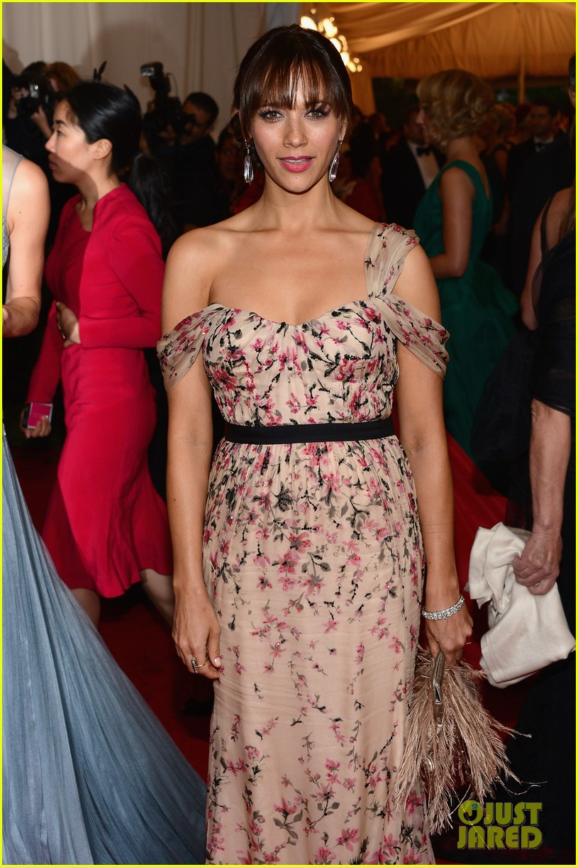 rashida jones 2012 met ball 01