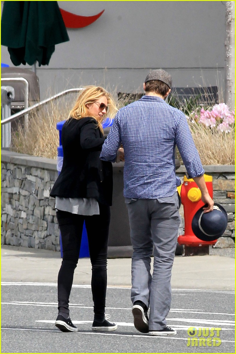 ryan reynolds blake lively ferry ride 03