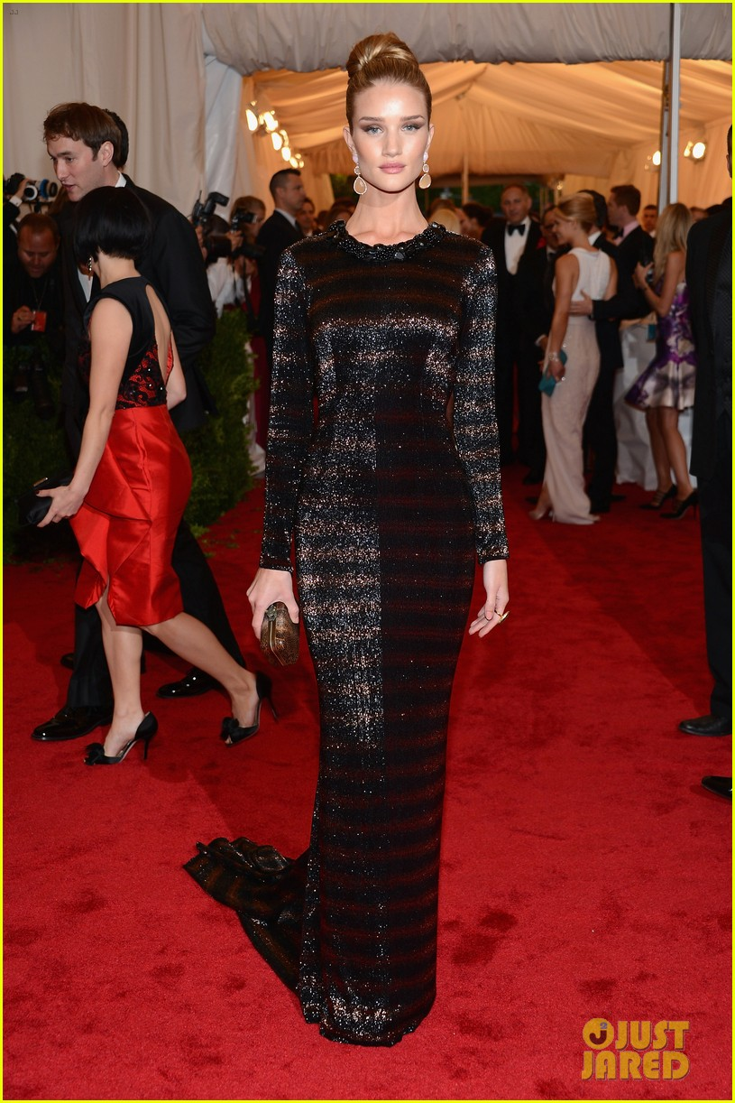 rosie huntington whiteley met ball 2012 02