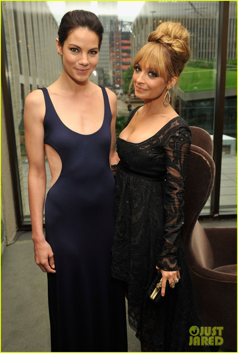nicole richie fifi awards 2012 with michelle monaghan 02
