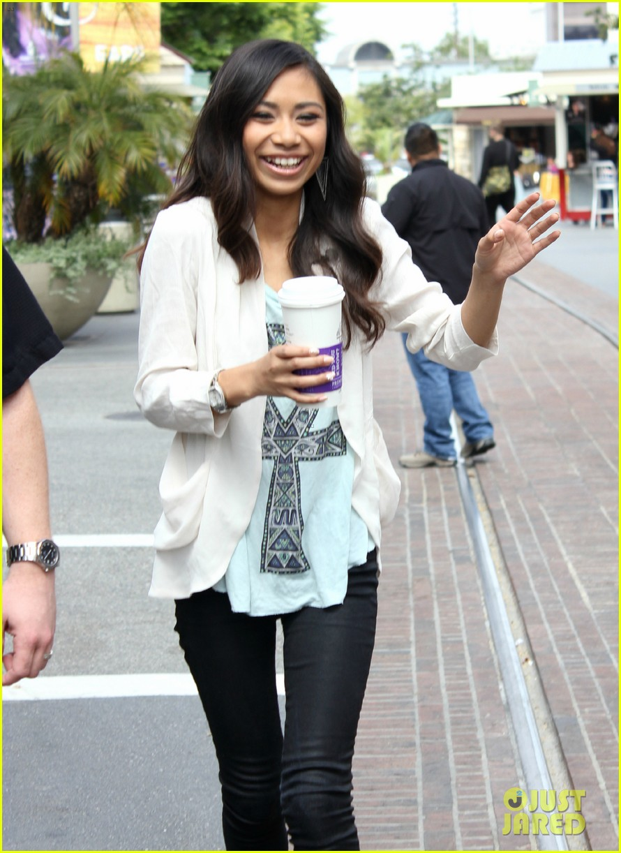 american idol jessica sanchez glad phillip phillips won 05