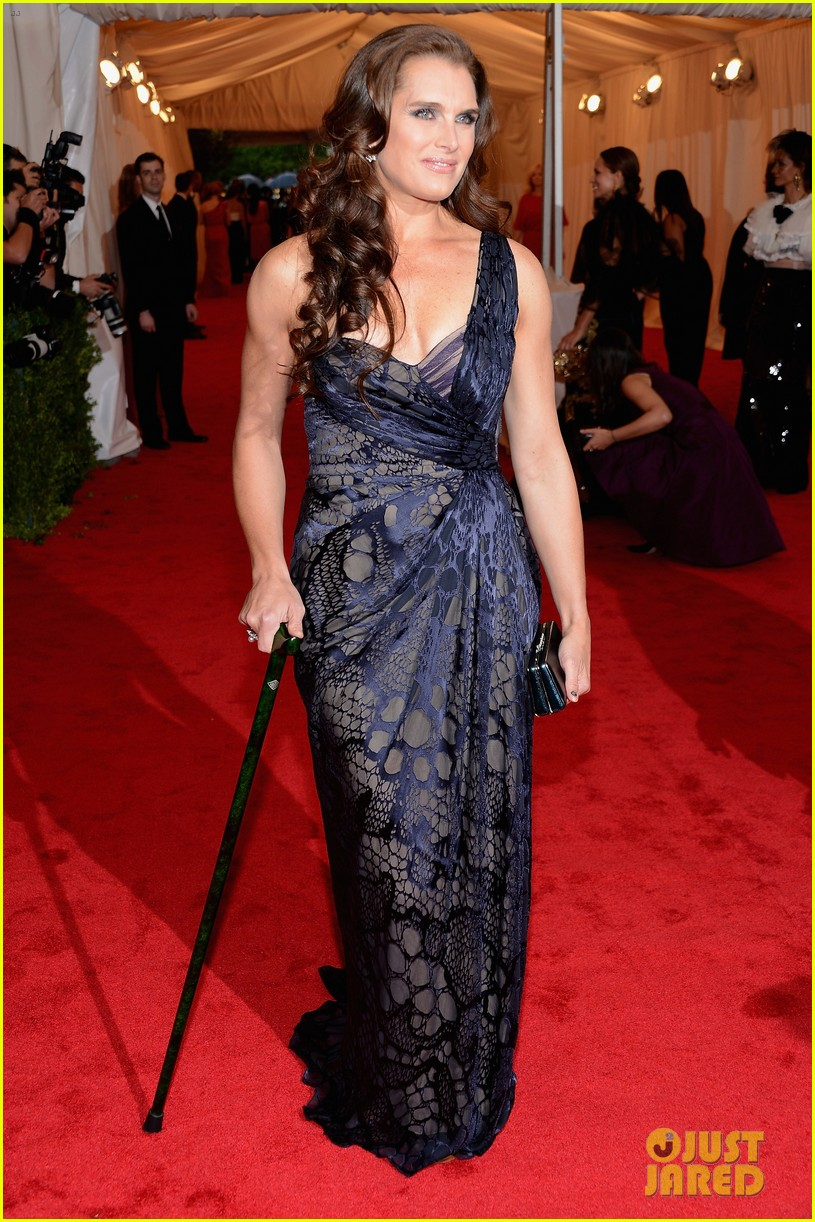 brooke shields michelle dockery met ball 2012 012658407