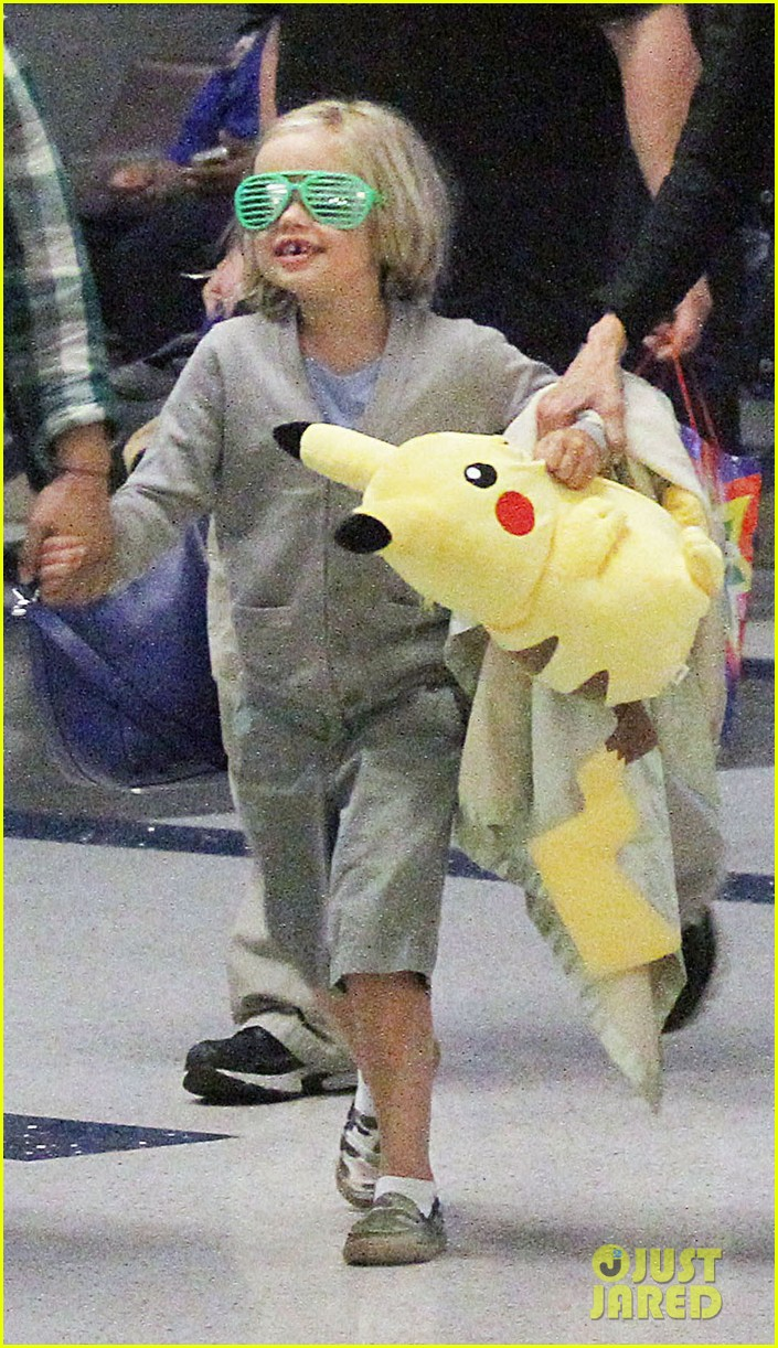 happy sixth birthday shiloh jolie pitt pictures through the years 25