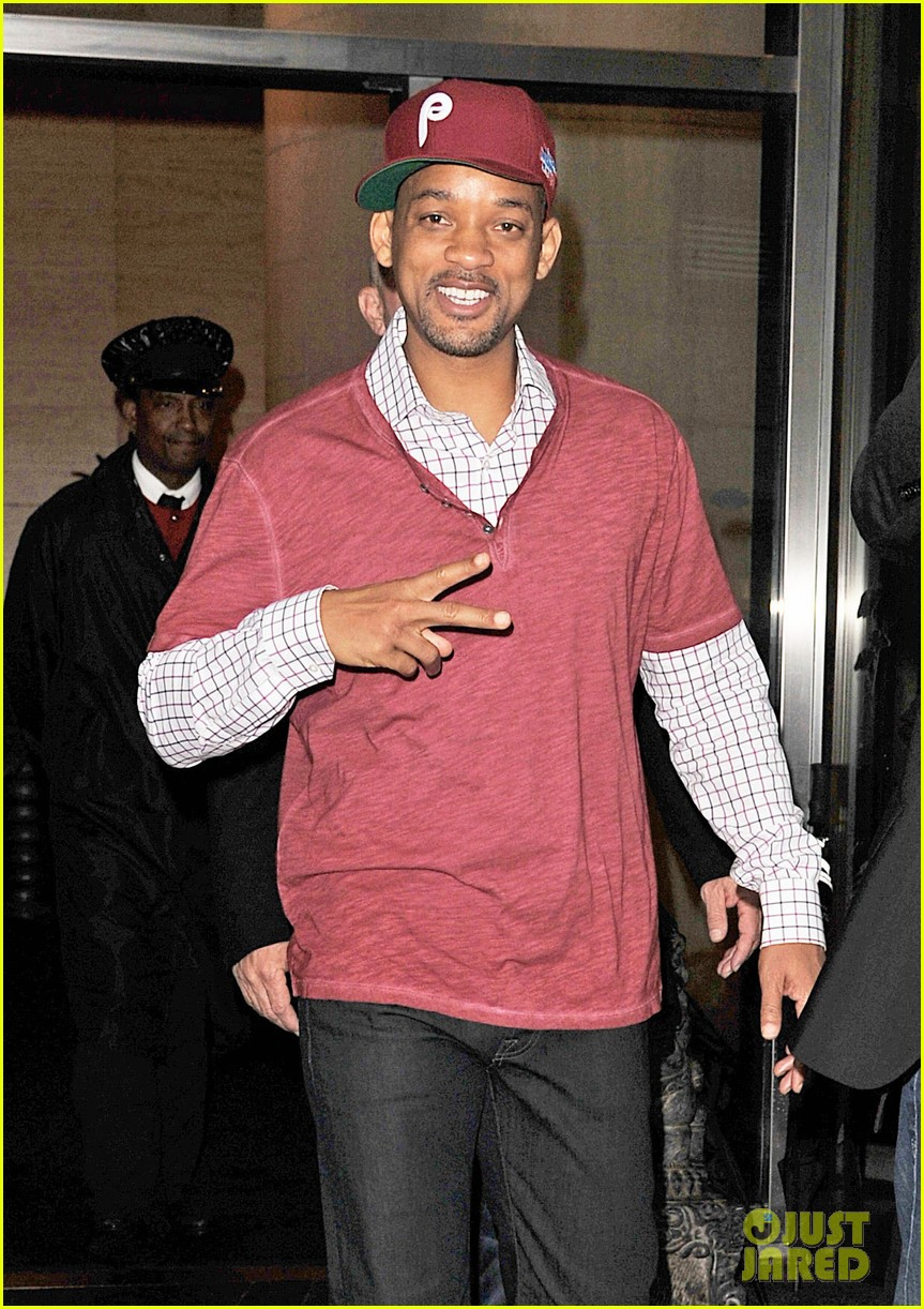 will smith peace sign 03