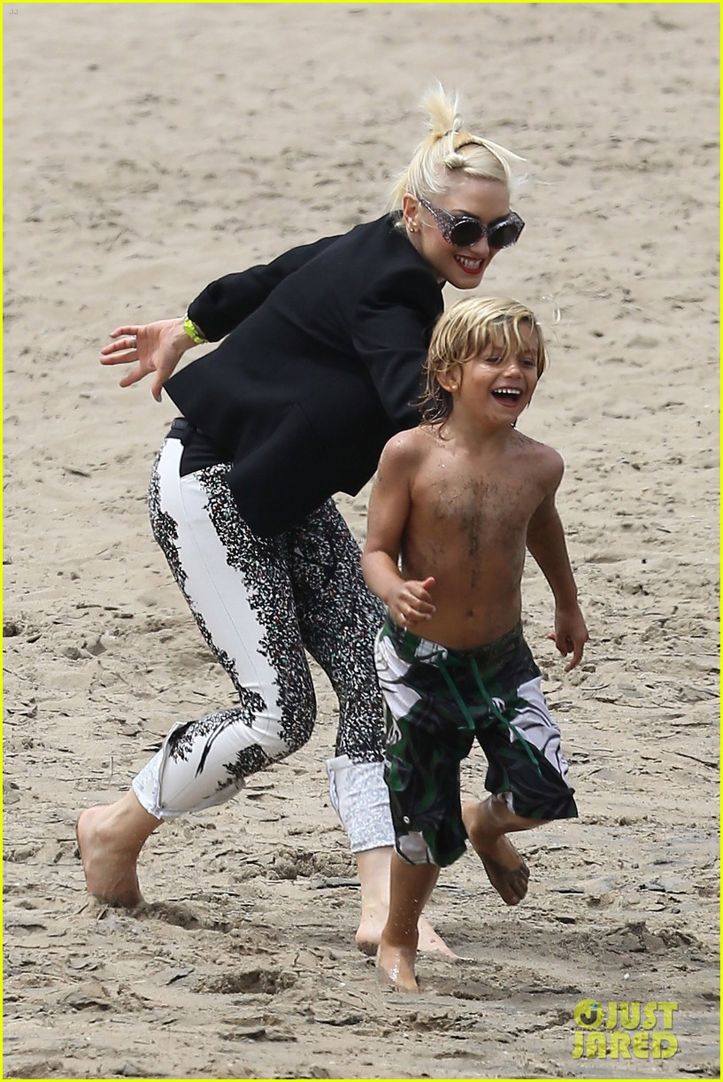 gwen stefani beach sunday 01