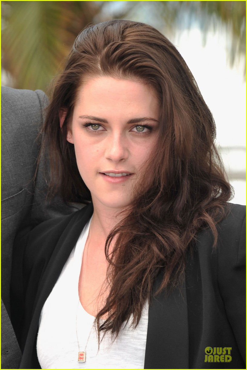 kristen stewart kirsten dunst on road photo call 02